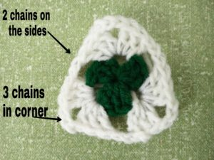 Crochet Granny Triangle-Round 2 explained
