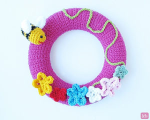Crochet Wreath-Crochet Spring Wreath.