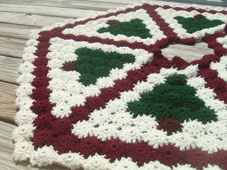27 Free Crochet Christmas Tree Skirt Patterns