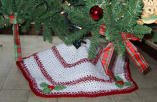27 Free Crochet Christmas Tree Skirt Patterns