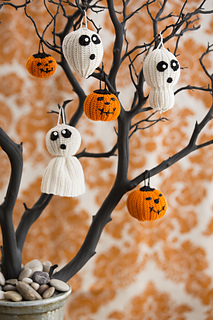 Spooky and Crafty Crochet Halloween Decorations - Moogly | 320x213