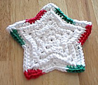 34 Free Crochet Patterns For Awesome Christmas Coasters